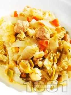 Китайско зеле със соя, царевица и праз - снимка на рецептата